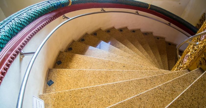 Selectarea designului potrivit pentru o scara interioara din piatra naturala